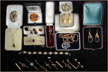 A tray  full of various items of gold and stone set jewellery.
